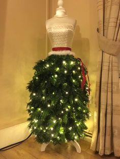 24 MANNEQUIN TREE DRESSES! • Grillo Designs
