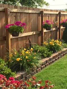 small backyard landscaping 56 inexpensive backyard ideas and designs to enhance your outdoor space 41 Small Front Yard Landscaping, Small Backyard Gardens, Backyard Patio Designs, Garden Yard Ideas, Home Landscaping, Backyard Fences, Backyard Projects, Diy Fence, Landscaping Small Backyards