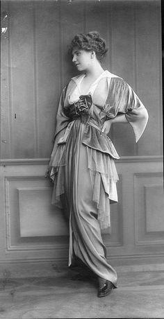 velvet? chiffon?  imagine the colours!  Wintermode 1914 / Winter fashion 1914
