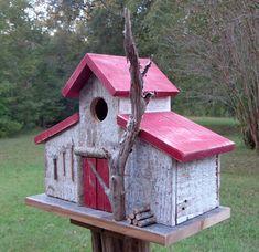 Rustic Reclaimed Barnwood Birdhouse Barn por SwampwoodCreations