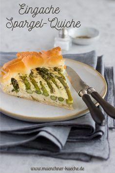 Ein einfaches und köstliches Rezept für Quiche mit grünem Spargel. Wahlweise lässt sie sich mit Strudelteig, Blätterteig oder Mürbteig zubereiten. | www.muenchner-kueche.de #quiche #tarte #spargel #strudelteig #blätterteig #mürbteig #herzhaft #frühling #münchnerküche