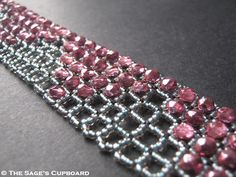 Seed bead jewelry Inspirational Beading: Beading Tutorial: Square Openwork RAW ~ Seed Bead Tutorials Discovred by : Linda Linebaugh Seed Bead Jewelry, Bead Jewellery, Beaded Jewelry, Handmade Jewelry, Seed Beads, Bead Earrings, Jewlery, Seed Bead Patterns, Jewelry Patterns