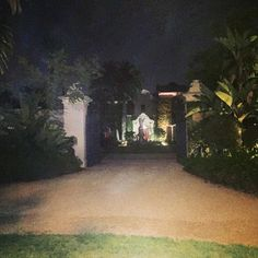 Time for me to go #home... but very pretty #estate   #BeverlyHills #luxury #lux #luxuryrealestate #luxurious #luxuryhomes #luxuryhome  #losangeles #la #lastyle #mansion  #mansionparty #blessed #instagood #flashesofdelight #thisismylifestyle #bestofday #thehappynow #lovemylife #goodtaste #goodtimes #hunterphoenix