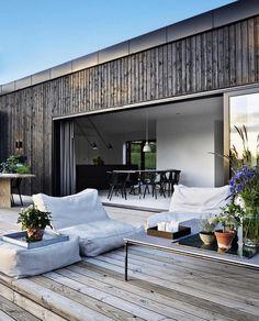 Tv-værten Emil Thorup kan nu tilføre to nye titler til sit navn. Exterior Design, Interior And Exterior, Room Interior, Interior Modern, Interior Styling, Outdoor Spaces, Outdoor Living, Indoor Outdoor, Design Living Room