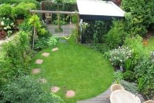 Creative Garden Lawn Design To Be Inspire 21 Driveway Design, Front Yard Design, Small Courtyard Gardens, Small Gardens, Amazing Gardens, Beautiful Gardens, Circular Lawn, Stone Backyard, Home Garden Design