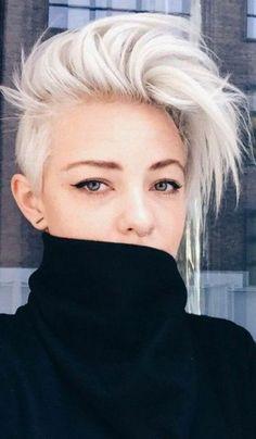 Idée Coiffure :    Description   coupe carré couleur blanche mèches rebelles style rockeuse moderne couleur cheveux soulignante le teint parfait    - #Coiffure https://madame.tn/beaute/coiffure/idee-coiffure-coupe-carre-couleur-blanche-meches-rebelles-style-rockeuse-moderne-couleur-che/