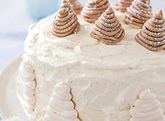 Découvrez ce somptueux gâteau façon mont-blanc. Idéal pour recevoir des convives à la maison. En plus, ce dessert est plutôt facile à faire !