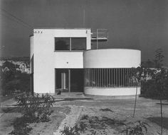 Molnár Farkas - House in Letjő Street, Budapest, 1932 Bauhaus Style, Bauhaus Design, Bauhaus Building, Budapest, Streamline Moderne, Art Deco Buildings, Art Deco Home, Design Poster, Facade House