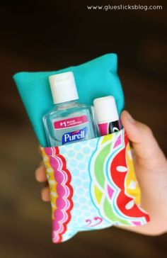 Double Sided Tissue Pouch Tutorial: 10 minutes to make and a great little gift idea during cold and flu season!