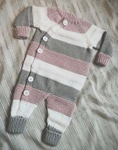 Ravelry: Lettvintdress pattern by Veslestrikk Knitting For Kids, Baby Knitting Patterns, Baby Patterns, Dress Patterns, Knitted Baby Clothes, Knitted Romper, Baby Outfits, Kids Outfits, Baby Cardigan