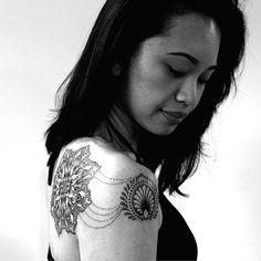 Cats- 2Spirit Tattoo mandala in dotwork on shoulder