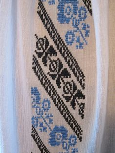 Hand embroidered Romanian ethnic blouse - black & blue - size M Black Blouse, Embroidery Patterns, Origami, Ethnic, Traditional, Stitch, Elsa, Handmade, Punto De Cruz