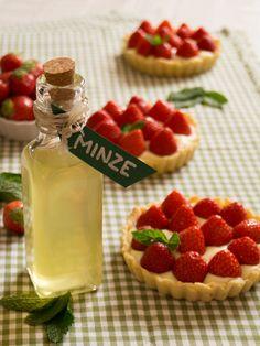 Letzten Sommer habe ich mich verliebt; in die Provence und Erdbeer-Minz-Tartelettes, die ich dort gemeinsam mit meinem Mann gegessen habe. Warum es so lange gebraucht hat, sie mal selbst zu machen,…