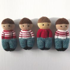 These are ready for the weekend in their jeans. One mini-skein made exactly four pairs of pants. Such a fun look for these little guys, and so soft! Knitted Dolls Free, Knitted Doll Patterns, Knitting Patterns Free, Crochet Patterns, Cute Crochet, Crochet Toys, Loom Knitting, Baby Knitting, Knitting For Charity
