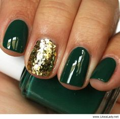 We love these green & gold holiday nails!