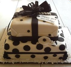 Cake Decorating Ideas | Project on Craftsy: Black and white birthday