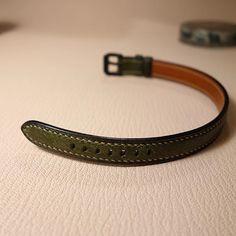 가죽 밴드 #가죽공예 #가죽팔찌 #푸에블로 #페코스 #스트랩 #밀랍마감 #국수밀대 #leathercraft #band #bracelet #bangle #strap #italy by uptoboy