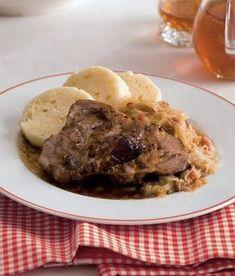 Vepřo knedlo zelo (roast pork with bread dumplings) Bread Dumplings, European Cuisine, Czech Recipes, Pork Roast, Food And Drink, Healthy Eating, Yummy Food, Favorite Recipes, Beef