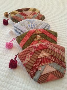 pieced and lined zipper pouches,no instructions.