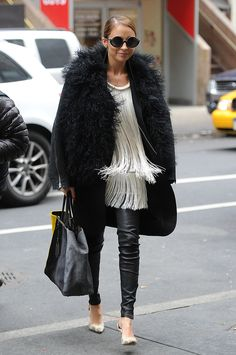 Nicole-Richie-combated-cool-NYC-temperature-lots-textured