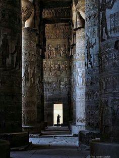 Temple of Medinat Habu, Luxor, egypt Ancient Ruins, Ancient Egypt, Ancient History, Art History, Egyptian Temple, Egyptian Art, Egyptian Beauty, Egyptian Goddess, Places To Travel