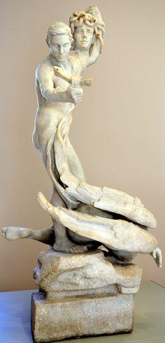 Persée et la Gorgone vers 1897 par Camille CLAUDEL (1864-1943). Marbre, pratique réalisée par François Pompon en 1902. Musée Camille Claudel à Nogent-sur-Seine. Photo : Hervé Leyrit ©