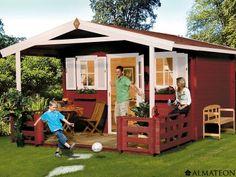 Chalet en bois brut avec terrasse, 22.0 m². Modèle : Zugspitze 3. Dimensions : 380 x 580 x 296 cm. Le chalet de jardin Zugspitze 3 est un modèle aux dimensions extra larges. Vous disposerez d'une pièce de vie de près de 15.0 m², et d'une terrasse extérieure pourvue de traverses, de 7.6 m². La porte d'entrée mesure 1.95 cm de haut, elle est idéale pour que les personnes de grandes tailles puissent accéder à l'intérieur de l'habitacle, sans qu'ils aient besoin de baisser la tête.