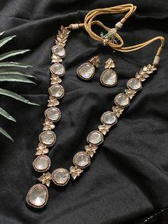 Jewelry OFF! Indian Jewelry Earrings, Indian Jewelry Sets, Jewelry Design Earrings, Indian Wedding Jewelry, Gold Earrings Designs, Jewelry Art, Bridal Jewelry, Indian Accessories, India Jewelry