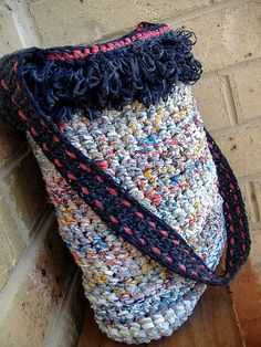 plastic bag yarn (plarn) into purse. wow. i have to learn to crochet now.