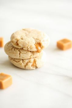 These gooey Cheesecake Cookies (with caramel) are everything you need in your life. It's just like a caramel cheesecake in bite-size pieces! Keep reading for the must have Caramel Cheesecake Cookies Recipe. Fall Cookies, Yummy Cookies, Cupcake Cookies, Christmas Cookies, Cupcakes, Fall Cookie Recipes, Delicious Cookie Recipes, Easy Cake Recipes, Cookie Cheesecake