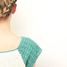 My lovely sis helped me take pics of the finished raglan-tee!  Too excited to wait to share when normal service resumes next week I'll get the pattern written up (along with all the others!)  . #crochet #crochetaddict #ilovecrochet #instacrochet #moderncrochet #crochetinspiration #yarn #yarnporn #yarnlove #handmade #knitting #knittinglove #simple #minimal #minimalist #craft #handmadecurator #craftastherapy #makeitsewcial #cylcollective #crochetgirlgang by steelandstitch