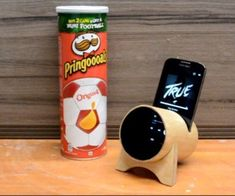 Making Phone Stand with Audio Amplifier with Pringles Box - Iphone Holder - Ideas of Iphone Holder - Making Phone Stand with Audio Amplifier with Pringles Box Pringles Dose, Pringles Can, Iphone S6 Plus, Iphone Phone, Diy Phone Stand, Build A Better World, Iphone Holder, Smartphone, Diy Speakers