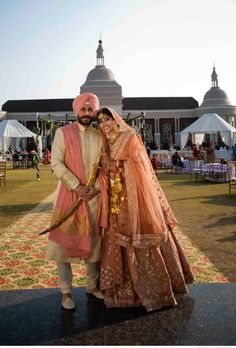 Sikh couple in peach n ivory South Indian Weddings, Big Fat Indian Wedding, Indian Bridal Wear, Indian Wedding Outfits, Bridal Outfits, Indian Outfits, Bridal Dresses, Wedding Lehnga, Sikh Wedding