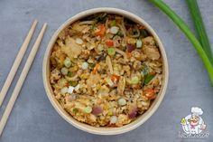 Met dit recept maak je een heerlijke koolhydraatarme bloemkool nasi met kip. De nasi heeft een lekkere pittige smaak en vult goed! Bekijk het recept hier. #koolhydraatarm #nasi #bloemkool Low Carb Vegetarian Recipes, Diabetic Recipes, Healthy Recipes, Comida Keto, Tesco Real Food, Ham Recipes, Good Food, Food And Drink, Lunch