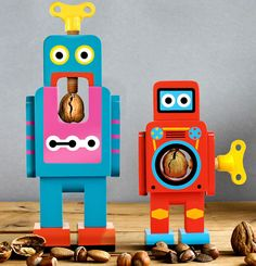 Robot Nut Cracker :: robots cascanueces