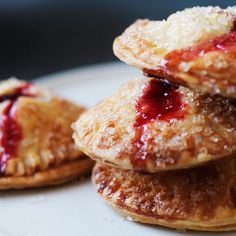 Cranberry hand pies recipe: Single-serve pies are great for Thanksgiving. Pie Recipes, Dessert Recipes, Protein Recipes, Mini Desserts, Plated Desserts, Drink Recipes, Appetizer Recipes, Appetizers, Cranberry Recipes