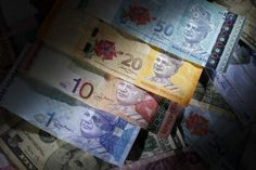 Malaysia's central bank appears to be struggling to slow the ringgit's 18 per cent plunge over the past 12 months. ― File pic