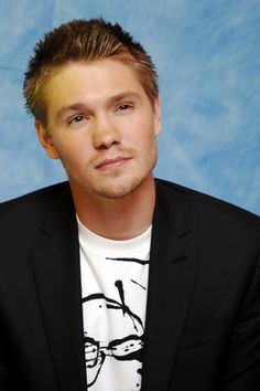 Chad Michael Murray Returns to the 'One Tree Hill' Bridge After Reuniting With Cast at Fan Convention | CelebPoster.com Blog #celebposter