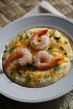 Crock Pot Shrimp and Cheese Grits -ngredients 2 cups grits salt and pepper 1/4 cup heavy cream 1 cup shredded cheese 2 tbsp butter, unsalted 2 tsp hot sauce 1 pound, cooked, peeled, deveined shrimp 1 tbsp Chopped Chives