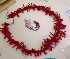 #Girocollo realizzato con #RamiDiCorallo naturale e #MaxiCammeo con miniatura viso e Corallo. Collezioni complete su www.annastilejewels.com