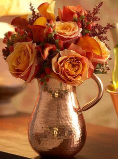 Beautiful Fall Flower Arrangement Design Ideas For Living Room Decor 31 Flower Arrangement Designs, Fall Flower Arrangements, Vase Arrangements, Flower Vases, Autumn Tea, Autumn Rose, Copper Decor, Arte Floral, Fall Flowers