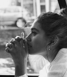 Black and White Photography People: Get Professional Looking Pictures With These Tips – Black and White Photography Black And White Portraits, Black And White Photography, Shotting Photo, Photographie Portrait Inspiration, Photo Portrait, Insta Photo Ideas, Girl Photography Poses, Fashion Photography, Sadness Photography