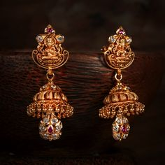 Latest Gold Jewellery, Gold Jewellery Design, Gold Jewelry, Jewellery Sale, Gold Jhumka Earrings, Drop Earrings, Indian Jewelry, Antique Gold, Bridal Jewelry
