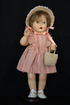Mariquita Pérez vestido de verano con sombrero y bolso de paja. Copia de un vestido original de Mariquita Pérez de 1959. El sombrero de paja y el bolso son en rafia natural, diseñados y confeccionados por mí, lo mismo que los zapatos, que son en cuero natural.