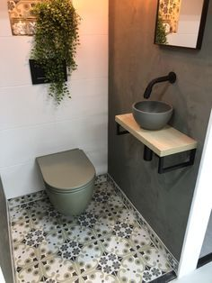 wcinrichting - Lilly is Love Small Toilet Room, Guest Toilet, Downstairs Toilet, Small Bathroom, Bathroom Ideas, Remodled Bathrooms, Colorful Bathroom, Bathroom Trends, Bathroom Signs