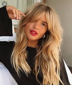 Long Bangs And Wavy Hair Hair Inspiration Cabello Largo Con - hairlook hairstyles flequillo hairlook hairstyles easy Brown Blonde Hair, Blonde Bobs, Blonde Hair Bangs, Bangs Hairstyle, Blonde Hair With Fringe, Fringes For Long Hair, Long Hair Fringe Styles, Wavy Bangs, Hairstyle Ideas