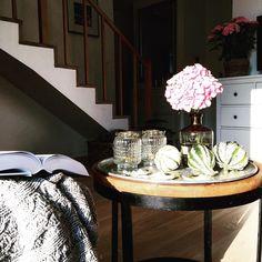 Niby to samo, a nie tak samo. Tym razem małe białe dynie. Taki nasz tyci salonik skąpany we wrześniowym słońcu. Miłego dnia! #pumpkinmaniaclara