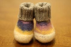 Felted baby boots in white/purple/grey for boys and girls up to one year