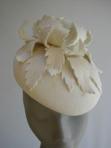 I love the felt trim on felt of this beret. fantasy wool felted hat with leaf decoration Fascinator Hats, Millinery Hats, Fascinators, Headpieces, Wedding Hats, Headpiece Wedding, Felt Hat, Wool Felt, Occasion Hats
