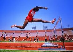 The man can fly over the hurtles. Olympic Athletes, Olympic Sports, World Athletics, 400 M, Sports Celebrities, Hurdles, Track And Field, Gym Fitness, Courses
